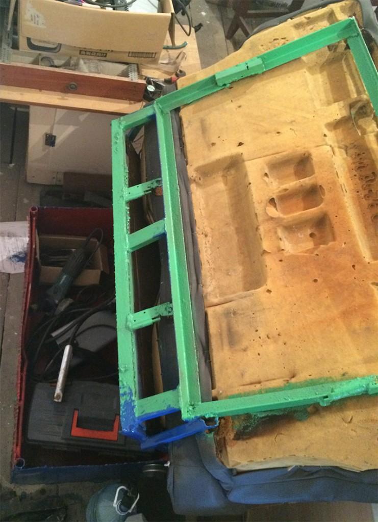 Диван в гараж из автомобильных сидений