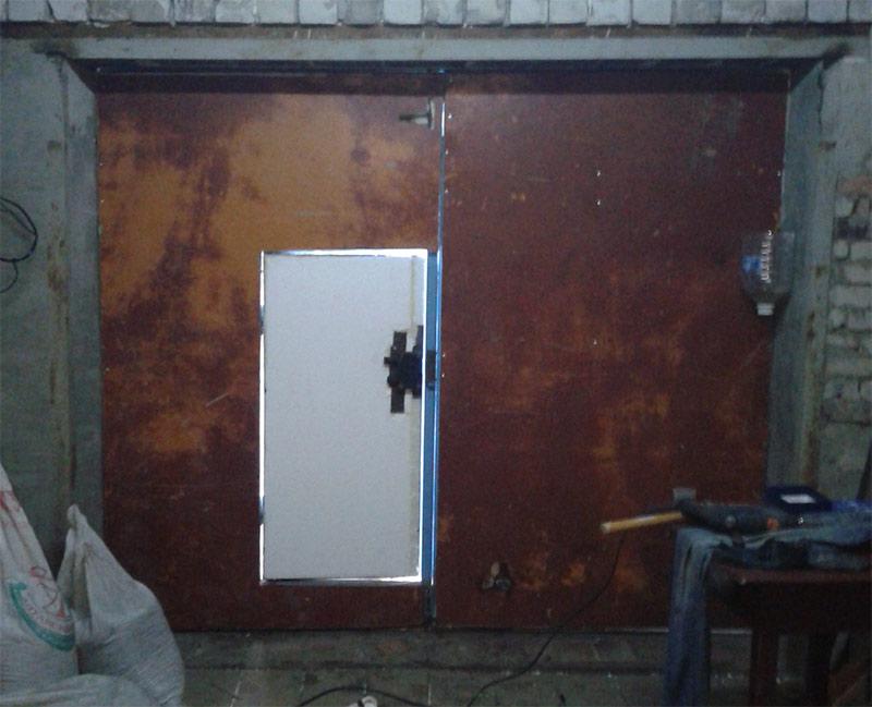 Обшиваем гаражные ворота ДВП