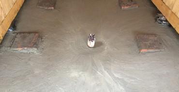 Бетонный пол для слива воды в бане