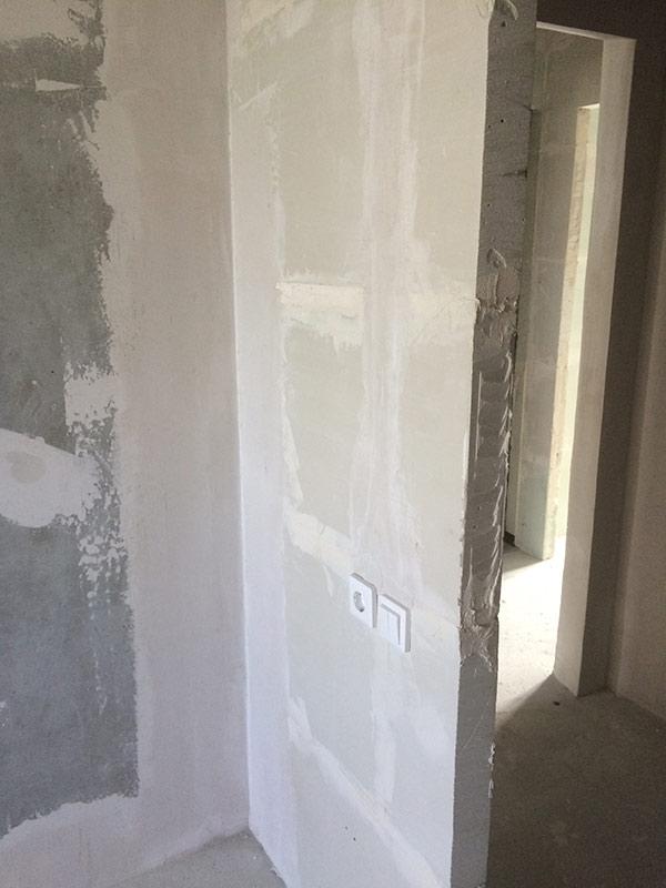 Шпаклевание стен после штукатурки перед обоями