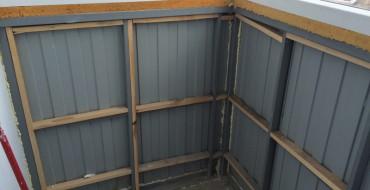 Холодный-балкон-из-профнастила