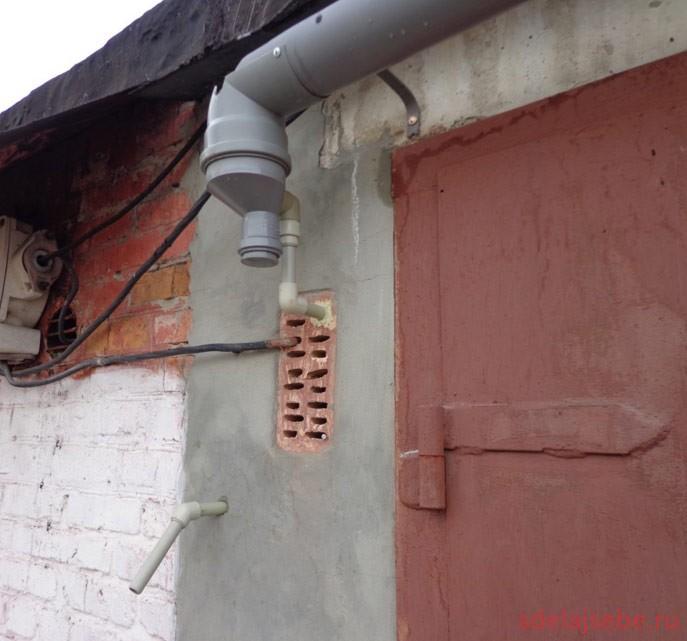 сбор-дождевой-воды-с-крыши-гаража-в-бочку