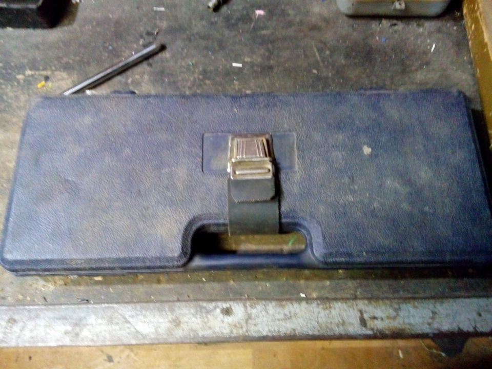 Ремонт чемодана с инструментами