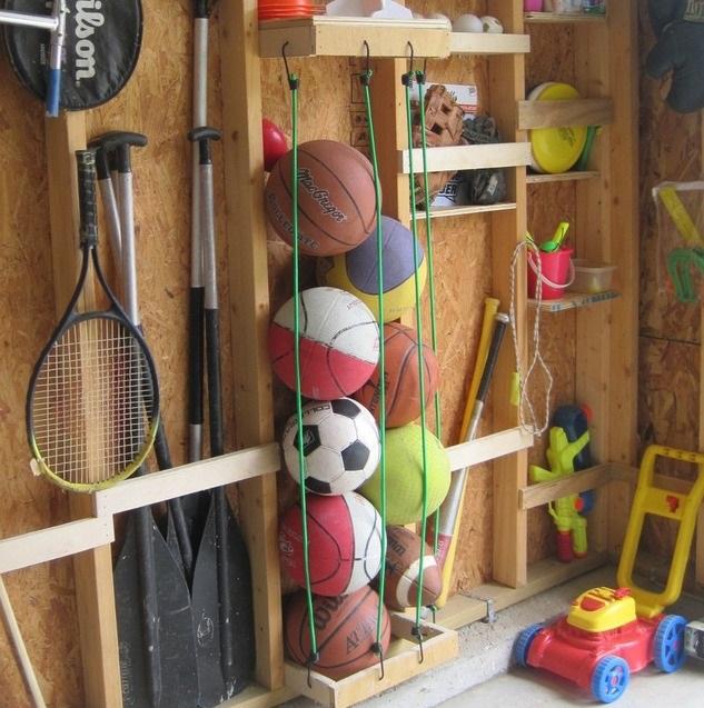 Хранение мячей в кладовой или гараже