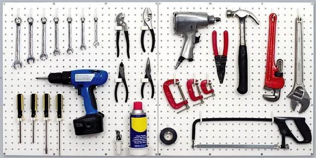 перфорированная панель для инструмента в гараж