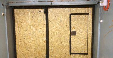 закрытие щелей в гаражных воротах войлоком 5 мм