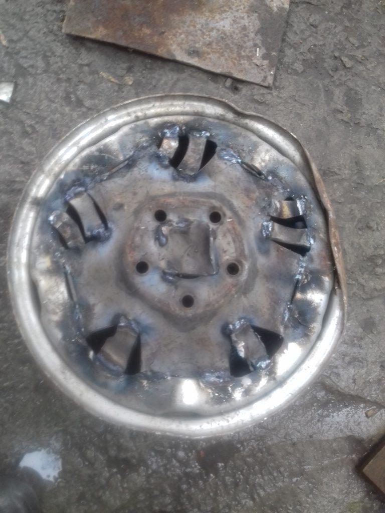 дно металлической печи из диска